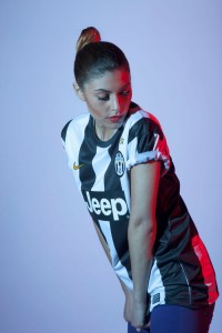 juve-girl-looking-down